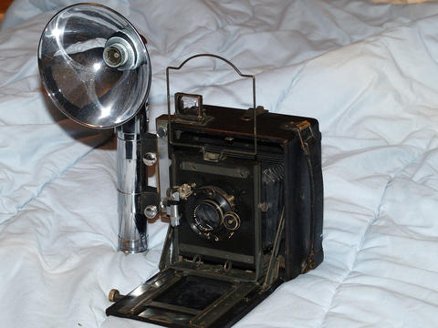 Folmer Grafex Speed Graphic camera with Heiland flash
